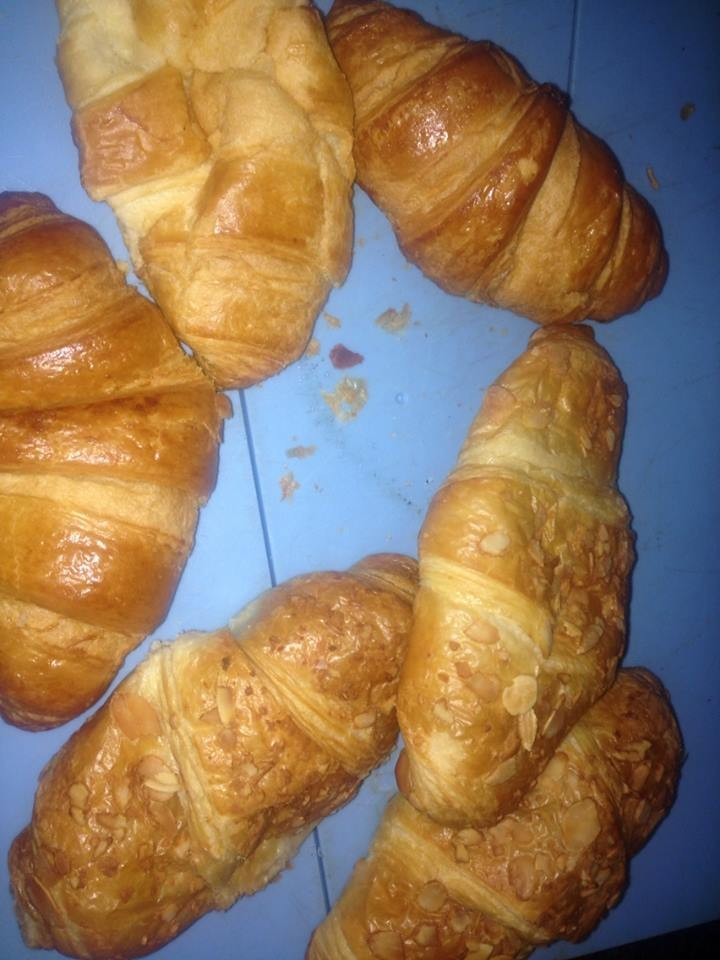 We got a selection of almond croissants and normal croissants!