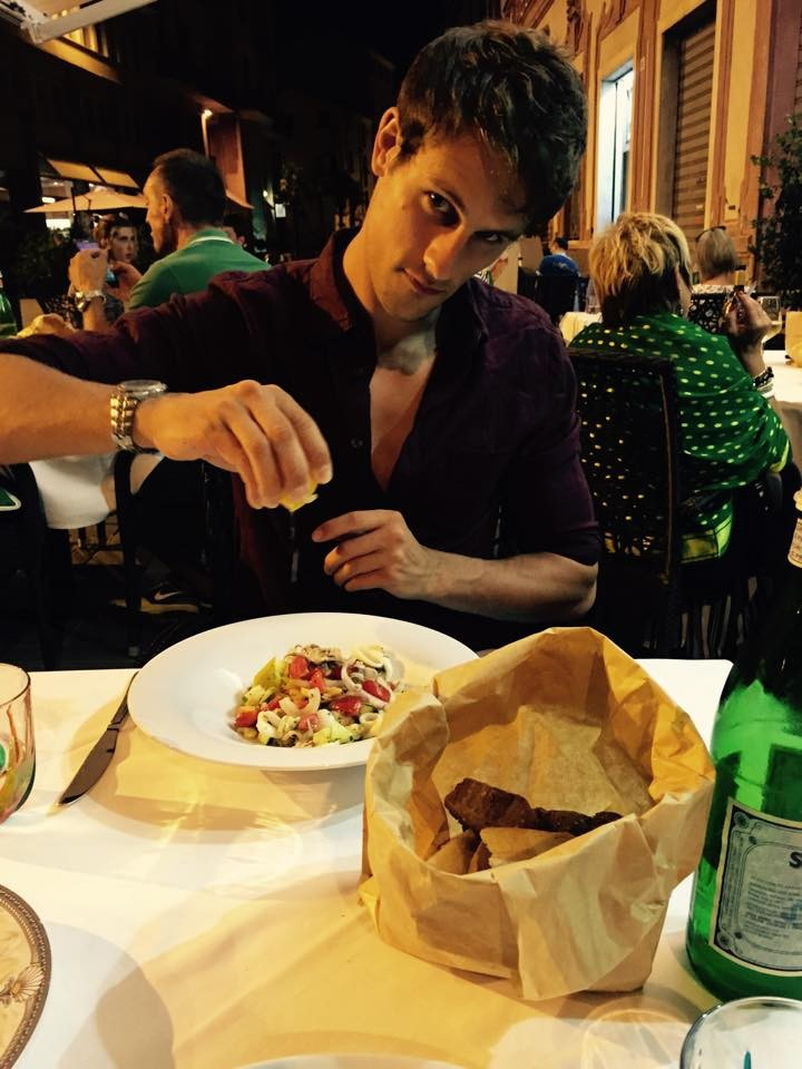 Model shot of Sam - lemoning up his insalata di mare!