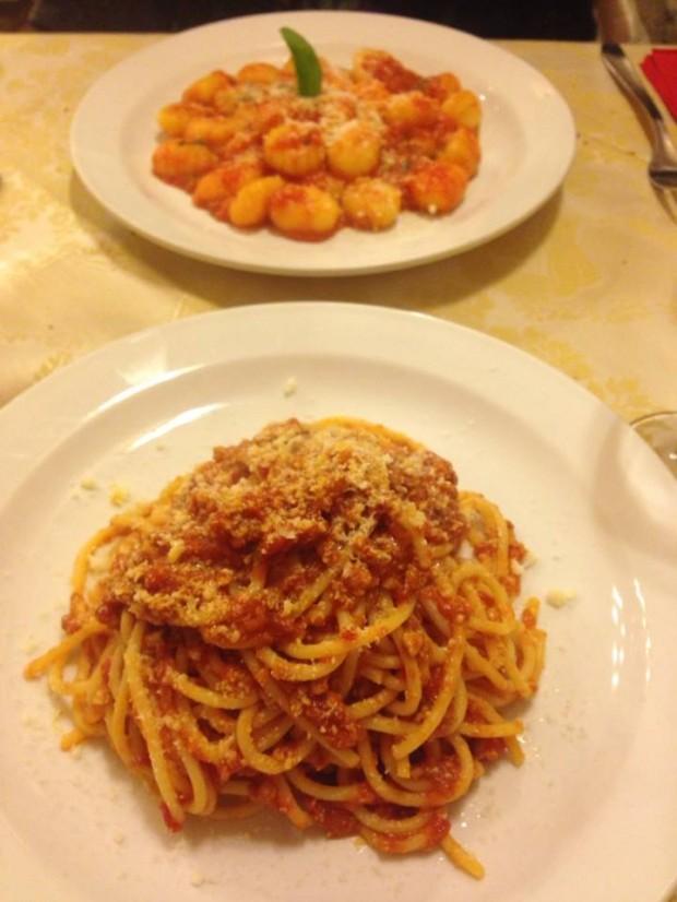 Spaghetti al ragu e gnocchi